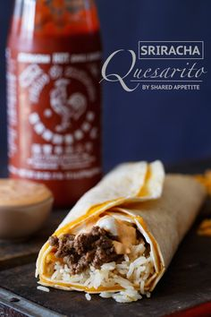 Daddy, how are quesaritos made? Well you see son, when a quesadilla loves a burrito very much. this recreation of Taco Bell's Sriracha Quesarito is born. Taco Bell Recipes, Mexican Food Recipes, Pasta Recipes, Beef Recipes, Cooking Recipes, Dinner Recipes, Restaurant Recipes, Healthy Recipes, Taco Bell Copycat