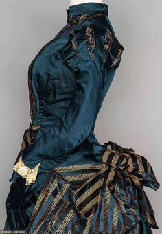 ~ Ladies Bustle Dress ~ Beautiful original Victorian Dress ~ The slashing work at the shoulders is echoing the process used in the Elizabethan era. 1880s Fashion, Edwardian Fashion, Vintage Fashion, Fashion Goth, Victorian Gown, Victorian Costume, Victorian Style Dresses, Vintage Outfits, Vintage Dresses