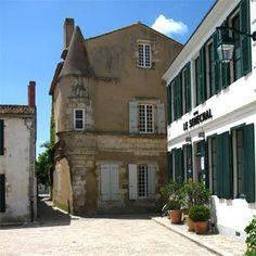 Hotel Le Senechal Ile de Ré  www.visit-poitou-charentes.com/en/La-Rochelle-Ile-de-Re/Ile-de-Re