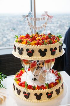 Beautiful cake found on stubborn s place on fb – Artofit Diy Wedding Cake, Amazing Wedding Cakes, Amazing Cakes, Big Cakes, Fancy Cakes, Pretty Cakes, Beautiful Cakes, Comida Disneyland, Cake Frosting Designs