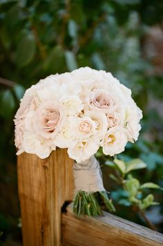 Simple & beautiful.    Flowers by fioredesigns.com, Photography by erinheartscourt.com, Event Coordination   Design by savoirflairweddings.com/