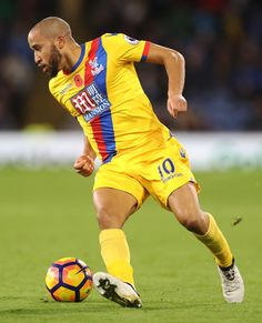 Andros Townsend of Crystal Palace controls the ball during the Premier league match between Burnley and Crystal Palace at Turf Moor on November 5, 2016 in Burnley, England.