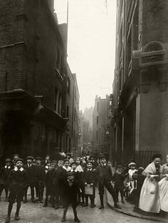 Credit: CA Mathew/Bishopsgate Institute Looking down Sandys Row from Artillery Lane. A horse and cart can be seen approaching in the distance East End London, Old London, Liverpool Street, London Street, London Pride, Bethnal Green, London History, London Pictures, Brick Lane