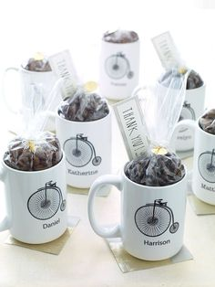Personalized wedding favor coffee mugs with hot chocolate mix Wedding Favors And Gifts, Coffee Wedding Favors, Personalized Wedding Favors, Wedding Candy, Bridal Gifts, Hot Chocolate Wedding Favors, Bike Wedding, Wedding Tips, Edible Favors