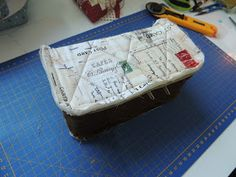 flor de minuto: Tutorial estuche guardahilos Luggage Bags, Ideas Para, Patches, Vanity, Wallet, Personalized Items, Sewing, Couture, Scrappy Quilts