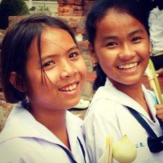 Girls at the Ayuthaya temple