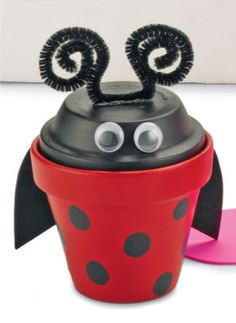 Clay Pot Critter-Ladybug..Cute idea- have a bag of clay pots in basement thanks to previous owners! Something to use them for!