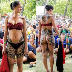 Amazing tatau on this beautiful tahitian dancer by, tattoo master 😉 based Mauruuru ❤️… Tattooed Women Full Body, Tahitian Tattoo, Polynesian Tattoos Women, Polynesian People, Island Tattoo, Hawaiian Girls, Tribal Warrior, Full Body Tattoo, Body Tattoos