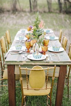 Rustic elegant wedding table decoration ideas | http://fabmood.com/tablescapes/t43/
