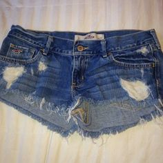 Hollister Shorts (size 5) These shorts are in perfect condition, and happen to be my favorite paid but are unfortunately too big now :( worn distressed look & would best fit a size 2 or 3 to a size 5 possibly. I'm a size 0/1 and these button and fit but I have a lot of extra room in the back when I sit down & fall off of me. Hollister Shorts Jean Shorts