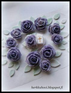 Sugar paste roses Www.herkkuhovi.blogspot.fi Sugar Paste, Roses, Flowers, Christmas, Xmas, Pink, Rose, Navidad, Noel