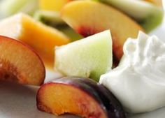 Brochetas de Fruta y Yoghurt Estilo Griego