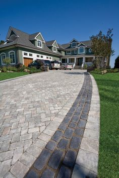 Driveway featuring Brussels Block paver with Courtstone banding