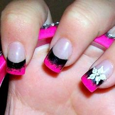 Image on Designs Next http://www.designsnext.com/beauty/nail-art-designs/hot-pink-nail-art-design.html