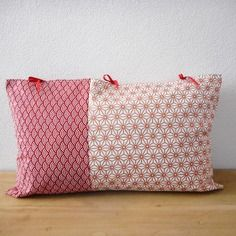 Housse de coussin 50x30cm - tissu japonais bordeaux imprimé vagues (seigaiha) et tissu blanc motif étoiles (asanoha) cuivre