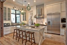 Dream Kitchen House of Turquoise: Glynis Wood Interiors~White cupboards with wood floor House Of Turquoise, Turquoise Tile, Eclectic Kitchen, Modern Kitchen Design, Kitchen Designs, Kitchen Ideas, Kitchen Photos, Kitchen Interior, Modern Design