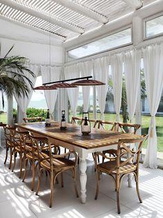 terrasse gestaltung-Essbereich mit Sonnenschutz-Vorhänge Pendelleuchte