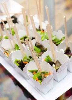 395 best images about catering canapes asian wedding food appetizers, why it is not the best time for asian wedding food appetizers Snacks Für Party, Appetizers For Party, Appetizer Recipes, Party Food Boxes, Picnic Snacks, Picnic Dinner, Sushi Party, Parties Food, Picnic Ideas