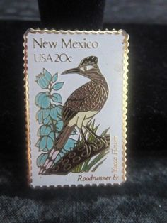 1982 NEW MEXICO USA 20 ROADRUNNER & YUCCA FLOWER POSTAGE STAMP REPLICA LAPEL…