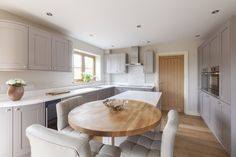 It includes everything from classic country kitchens to urban chic kitchens with a real 'wow' factor Sunroom Kitchen, Open Plan Kitchen Dining Living, Living Room Kitchen, New Kitchen, Kitchen Decor, Kitchen Ideas, Conservatory Kitchen, Kitchen Inspiration, Kitchen Designs