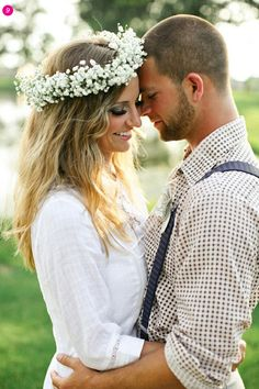 A round up of baby's breath decor ideas from bohemian flower crown, to mini bouquet, to stunning wedding centerpiece.  #babysbreath