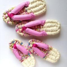 Zori Slippers made with T-Shirt Hand Weaving, Slippers, Diy Crafts, Fabric, Handmade, Style, Shirt, Fashion, Flip Flops
