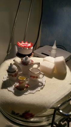 Barattolo decorato con miniature in porcellana e fimo