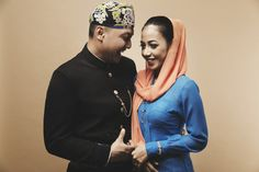 Engagement photoshoot with cultural concept | 71 Best Traditional Indonesian Wedding Moments | http://www.bridestory.com/blog/71-best-traditional-indonesian-wedding-moments