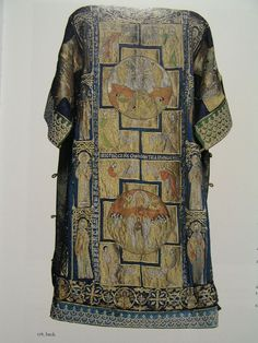 Byzantine embroidery was also prized in Western Europe. Now stored in the Vatican treasury; patriarch's sakkos (tunic) by Constantinopolitan artists.On the front is Christ Enthronedembroidered in silk and gold threads. Medieval Fashion, Medieval Clothing, Historical Costume, Historical Clothing, Textiles, Moda Medieval, Medieval Embroidery, Evolution Of Fashion, Byzantine Art