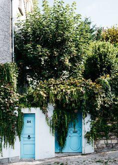 4 Days in Paris - Cute blue doors in Montmartre, near Clos Montmartre