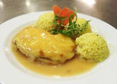 Denné menu Vranov    Zapečený kurací plátok s ovocím a syrom, dusená ryža s karí korením - reštaurácia Hotel Patriot*** #hotel #restaurant #food