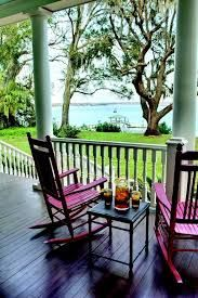 Beautiful Beaufort, Port Royal & the Sea Islands of South Carolina. I love the pink rocking chairs with the sea foam green porch columns. Southern Porches, Southern Homes, Country Porches, Southern Charm, Country Homes, Low Country, Country Chic, Outdoor Spaces, Outdoor Living