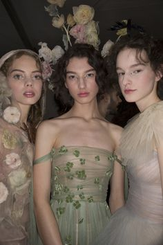 See all the Backstage photos from Christian Dior Spring/Summer 2017 Couture now on British Vogue Dior Couture, Couture Fashion, Fashion Beauty, Fashion Show, Fashion Design, Women's Fashion, Fashion Outfits, Pretty Outfits, Pretty Dresses