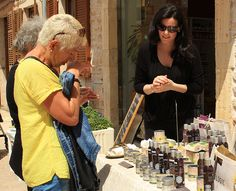 #Ecologic #Cosmetics #presentation at Ecoteca in the #beautiful #market of #Santanyi in #Mallorca #eco #beauty #event #EcologicSantanyi #customers #smell #try