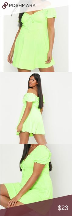 3127b7f33d9a BooHoo | Plus Size Neon Ruched Detail Skater Dress Plus Size Neon Ruched  Detail Skater Dress • BooHoo • 22 (UK 26) • New w/ tags • 95% Viscose 5%  Elastane ...