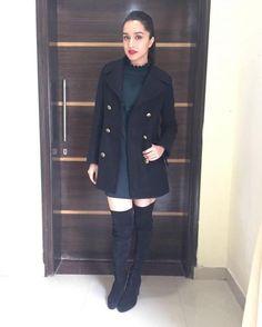 Haseena First Look: Shraddha Kapoor Looks Mafia In Gritty Drama! Bollywood Stars, Bollywood Fashion, Shraddha Kapoor Cute, Sraddha Kapoor, Ranbir Kapoor, Design Logo, Beautiful Bollywood Actress, Photoshop, Casual Winter Outfits