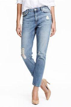 Vaqueros Girlfriend Trashed: Vaqueros tobilleros de cinco bolsillos en denim lavado de corte ligeramente holgado. Detalles maxidesgastados, cintura estándar y perneras pitillo.