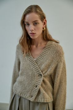 #heroine #히로인 #fashion #lookbook #fashiondesign #style #stylish #knit #fashionphotography #2019fashiontrends #2019fw #design #desiner #winterfashion #womensfashion #womenswear Fashion Lookbook, Knit Cardigan, Knitwear, Pullover, Knitting, Stylish, Sweaters, Color, Design