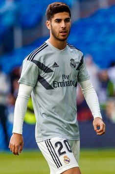 Marco Asensio of Real Madrid looks on during the La Liga match between Real Madrid CF and Levante UD at Estadio Santiago Bernabeu on October 2018 in Madrid, Spain. Get premium, high resolution news photos at Getty Images Barcelona Soccer, Fc Barcelona, Real Madrid Manchester United, Equipe Real Madrid, Santiago Bernabeu, Real Madrid Players, Cristiano Ronaldo Lionel Messi, Soccer Girl Problems, Morgan Soccer