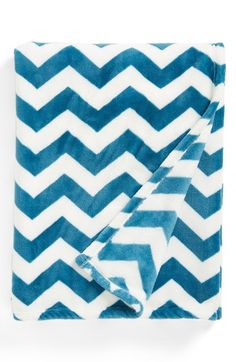 chevron plush throw http://rstyle.me/n/mp38vr9te