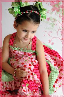 Little girls fashion - pink and green