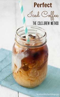 How to make cold brew coffee at home. This easy cold brew coffee recipe makes the perfect glass of iced coffee! Tips for making the best cold brew. Mini Desserts, Summer Drinks, Cold Drinks, Refreshing Drinks, Beverages, Cold Coffee Drinks, Making Cold Brew Coffee, Homemade Cold Brew Coffee, Best Cold Brew Coffee
