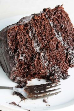Vegan Hot Chocolate Cupcakes - The Loopy Whisk - No Dairy December - Hot Chocalate Matilda Chocolate Cake, Hot Chocolate Cupcakes, Vegan Hot Chocolate, Perfect Chocolate Cake, Chocolate Cream Cheese, Choco Chocolate, Cake Mix Recipes, Dessert Recipes, Milk Recipes