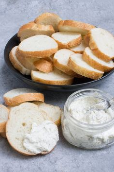 Cream Cheese Garlic Butter - Coco and Ash Garlic Butter Spread, Herb Butter, Pain Keto, Cinnamon Crunch, Baked Pork Chops, Menu, Oatmeal Chocolate Chip Cookies, Cooking Recipes, Scd Recipes