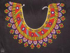 Con este collar apoyamos a una comunidad indígena. Este collar se demoraron una semana en realizarlo..