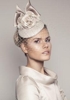 100 Biggest hats and fascinators Royal Ascot Bridal Hat, Bridal Headpieces, Fascinators, Bridal Fascinator, Mode London, Sombreros Fascinator, Crazy Hats, Millinery Hats, Pillbox Hat