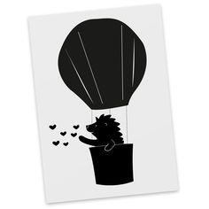 Postkarte Igel im Heißluftballon aus Karton 300 Gramm  weiß - Das Original von Mr. & Mrs. Panda.  Diese wunderschöne Postkarte aus edlem und hochwertigem 300 Gramm Papier wurde matt glänzend bedruckt und wirkt dadurch sehr edel. Natürlich ist sie auch als Geschenkkarte oder Einladungskarte problemlos zu verwenden. Jede unserer Postkarten wird von uns per hand entworfen, gefertigt, verpackt und verschickt.    Über unser Motiv Igel im Heißluftballon  Ein kleiner Igel fliegt im Heißluftballon…