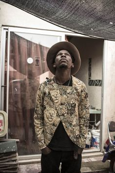 South African designer Floyd Avenue shows off sleek androgynous aesthetic - AFROPUNK Dandy Style, Men's Style, South African Fashion, Alfred Stieglitz, Vogue Us, Androgynous Fashion, Afro Punk, Skinny Ties, African Design
