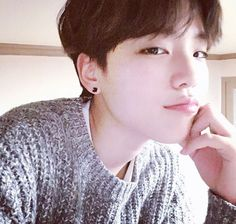 How can someone be that attractive? Boys Korean, Korean Boys Ulzzang, Ulzzang Couple, Cute Korean, Asian Boys, Ulzzang Girl, Ullzang Boys, Guys And Girls, Cute Asian Guys