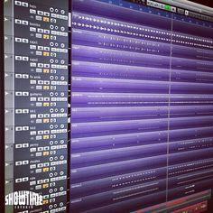 A empezar la semana mezclando un tema nuevo de reggae de @sevenmc7.  [Contacta con el estudio para grabar mezclar y masterizar tu proyecto en hola@ShowtimeEstudio.com o a través de la web]. #sevenmc #grabacion #mezcla #masterizacion #mastering #reggae #rap #hiphop #rapespañol #hiphopespañol #reggaeespañol #showtimeestudio #estudio #musica #malaga #bighozone